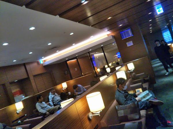 ポイントで無料旅行! カードラウンジ カードラウンジと航空会社ラウンジ。空港のラウンジは2種類!SPGアメックスで入れるのはカードラウンジ! 空港のラウンジ