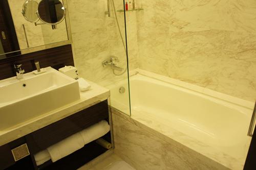 ポイントで無料旅行! お風呂 香港の旅行記|香港スカイシティマリオットホテルにSPGアメックスで無料宿泊!・部屋とアクセス編 香港旅行