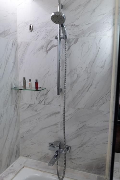 ポイントで無料旅行! シャワー-2 香港の旅行記|香港スカイシティマリオットホテルにSPGアメックスで無料宿泊!・部屋とアクセス編 香港旅行