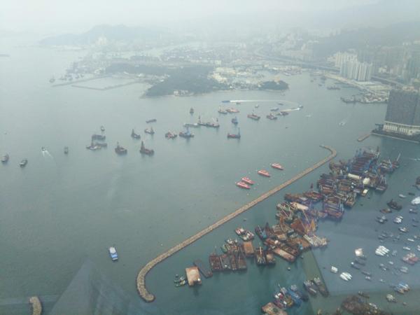ポイントで無料旅行! プールからの景色 香港の旅行記|リッツカールトン香港にSPGアメックスで無料宿泊! 香港旅行