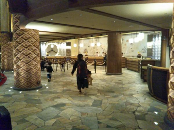 ポイントで無料旅行! ホテルロビー2-1 香港の旅行記|香港ディズニーエクスプローラーズ ロッジに宿泊! 香港旅行