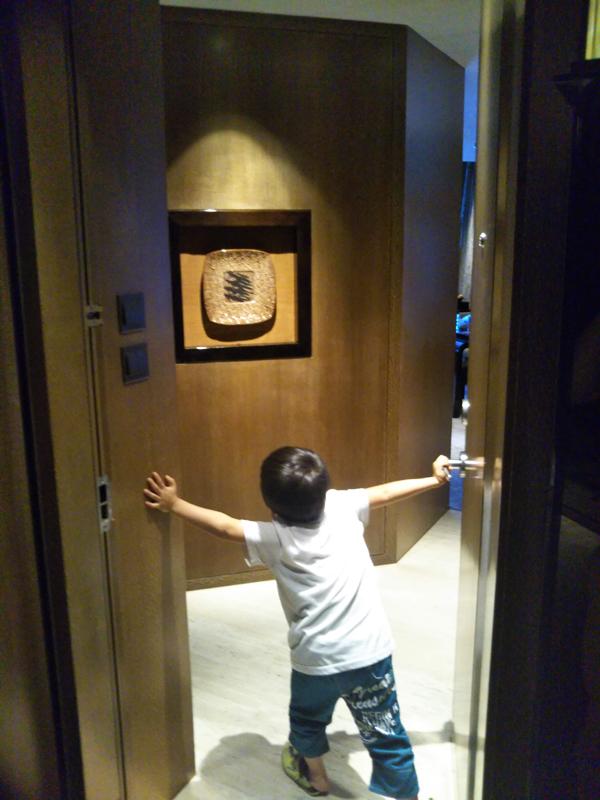 ポイントで無料旅行! 部屋入ってすぐ 香港の旅行記|リッツカールトン香港にSPGアメックスで無料宿泊! 香港旅行