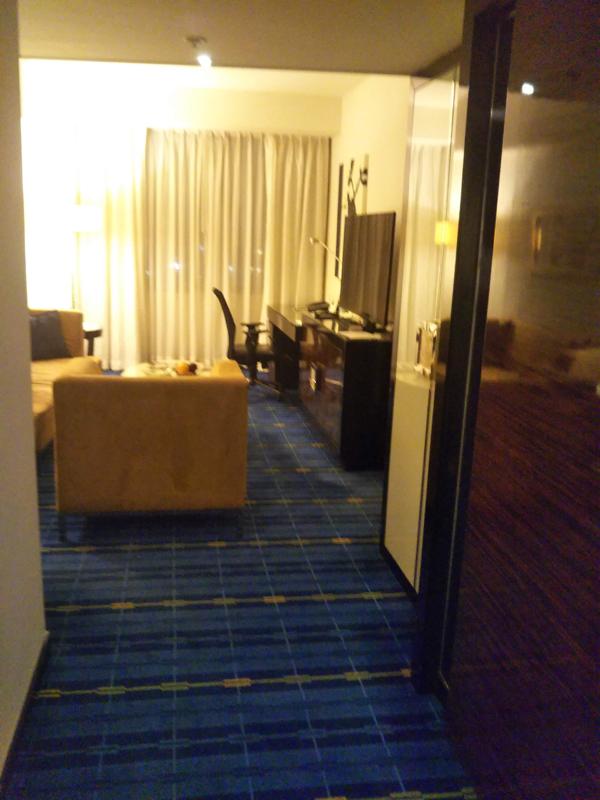 ポイントで無料旅行! 20181013_212415室内 香港の旅行記|香港スカイシティマリオットホテルにSPGアメックスで無料宿泊!・部屋とアクセス編 香港旅行