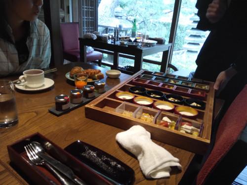 ポイントで無料旅行! 前菜の木箱 京都の人気な高級ホテルに宿泊ならSPGアメックス!『翠嵐』がおすすめ 京都旅行